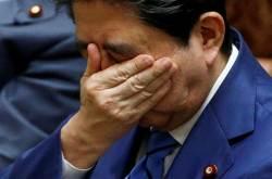 아베 제2의 거짓말 스캔들…'절친 특혜' 개입 문서 공개