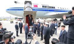 [<!HS>서소문사진관<!HE>] 미국산 보잉747 타고 북미회담 참석한 김정은과 트럼프.