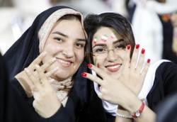 37년만에 축구장 개방...월드컵이 이란 '금녀 상징' 허물었다
