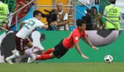 '장현수 핸드볼 파울'...한국, 전반 26분 페널티킥 선제실점