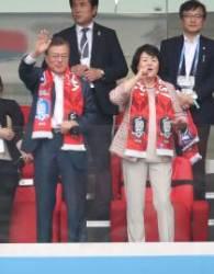 '태극전사 힘내라'...문재인 대통령, 한국-멕시코전 직관