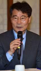 <!HS>국민연금<!HE> 인사개입 논란 장하성의 '침묵'…청와대 오전회의 불참