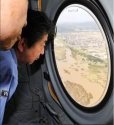 """'최악의 폭우'로 총재 출마선언 늦춘 <!HS>아베<!HE>…""""돌다리도 두드리고"""""""