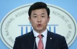 """한국당 """"최저임금, 대통령 공약에 무리하게 맞추려 한 것"""""""
