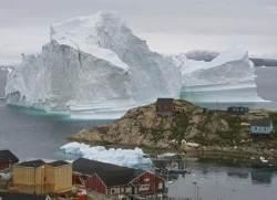 높이 100m, 무게 1100만t…거대 빙산에 그린란드 마을 수몰 위기