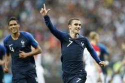 프랑스, 20년만에 월드컵 우승컵 들어올렸다
