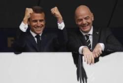 마크롱 프랑스 골 넣을 때 주먹쥐고 일어나…크로아티아 대통령은