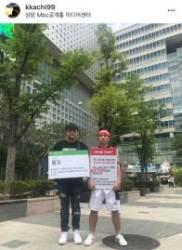 """""""허락해주세요"""" 유세윤, 신곡 방송 불가 판정에 퍼포먼스 시위"""