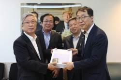 [사랑방] 프레스센터 반환 언론인 서명 청와대 전달