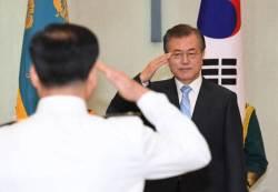 9개월 만에 별 2개 더한 해군총장···육군 압박용 승진?