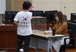 <!HS>박근혜<!HE> 전 대통령 2심 앞두고 도착한 탄원서 1000통의 정체