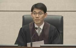 朴 '<!HS>특활비<!HE>' 전담 재판장, 성창호 판사 과거 이력보니