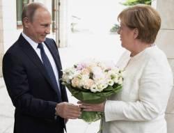 [채인택의 글로벌 줌업] 트럼프 믿지 못하는 유럽·중동, 푸틴에게 달려간다