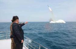 김정은 잠수함 탄도탄 발사 참관