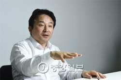 """[단독] """"물러나 있어야"""" 친박계에 돌직구 던진 원희룡 인터뷰"""
