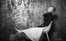 [권혁재 사진전문기자의 뒷담화] 가수 이은미의 맨발이 준 27년 위로