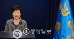 """[단독] 박대통령 """"최순실은 '키친 캐비넷'…<!HS>노무현<!HE>때 노건평, 이명박은 이상득 있잖나"""""""