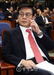 """정우택 """"2월엔 대권 후보가 <!HS>새누리당<!HE>에 기웃거리도록 해야"""""""