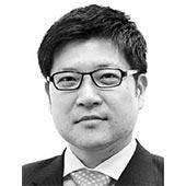 [<!HS>노트북을<!HE> <!HS>열며<!HE>] 일본 총리의 하루, 한국 대통령의 7시간