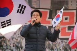 """김문수 """"<!HS>노무현<!HE>도 비리 때문에 돌아가셨는데, 박근혜보다 더 깨끗한 사람 있었나"""""""