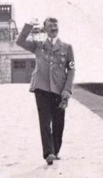 연인 침실 서랍에서 발견된 <!HS>히틀러<!HE> 비공개 사진 73장