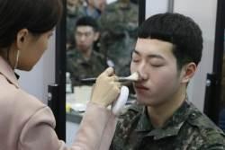 [서소문 사진관]전역 앞둔 군인들, 이미지 메이크업 받고 일자리도 찾고...