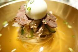 [이택희의 맛따라기] 메밀 100% 꿩냉면, 톱톱한 육개장…미식문화 아지트 '고메구락부'