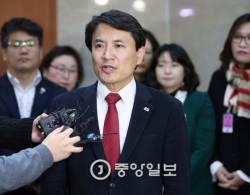 """김진태, """"통합의 길은 <!HS>박근혜<!HE> 전 대통령 구속 막는 것"""""""