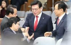 '문재인 대세론'···때리기 나선 보수진영