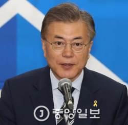 """<!HS>문재인<!HE> """"美 대북 군사조치…韓 정부 동의 구해야"""" 신중론"""