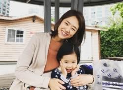 고민정 <!HS>청와대<!HE> 부대변인, 예쁜 딸과 함께한 일상 공개