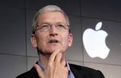 """팀 쿡 애플 CEO,MIT 졸업 축사서 """"SNS는 사회의 위협""""…저커버그 겨냥?"""