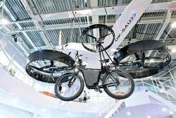 [사진] 아스타나엑스포에 등장한 '비행 자전거'