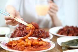 [건강한 당신] 스트레스·세균 잡는 매운맛, 채소랑 먹어야 탈 안 나요