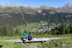 [week&] 1년 중 320일 맑음 … 햇살 눈부신 알프스 산골서 하이킹을