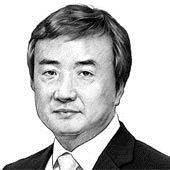 [김진국 칼럼] 누가 문재인 지지도를 올려주나