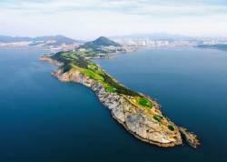 [week&] 해안 절벽 위 절묘한 골프 코스 … 바다에 둘러싸여 나이스샷!