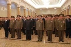 [J가 가봤습니다] 김정은이 미사일 개발자 대동하고 찾은 금수산태양궁전