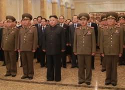 김정은 좌우에 ICBM 개발자 … 김일성·김정일에 '신고식'