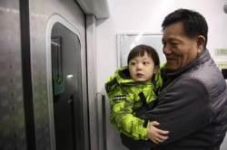 다섯살배기 '지하철택배' 기사에게 여고생들 손편지 쓴 이유는