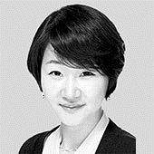 [<!HS>취재일기<!HE>] 반도체 초호황 속 '생산 줄었다'는 통계청