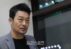"""[취중토크 in BIFF①] 조성하 """"매일 커피 30잔·담배 세 갑…싹 끊었죠"""""""