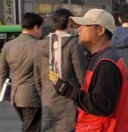 """""""술 먹으려고 5000원짜리 잡지로 구걸 하는게 아니에요"""""""