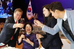 추자현♥우효광 부부, 재중국 한국인 간담회 참석…문재인 대통령 내외 만났다