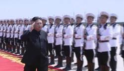 북한 대규모 전투비행술경기대회 참관한 김정은