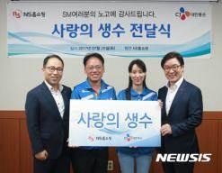 NS홈쇼핑, 13년째 택배기사 응원 '사랑의 생수' 전달