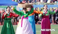 평북농요 공연 선보이는 <!HS>평양<!HE>공연예술팀
