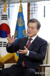 """文대통령 """"北비핵화 길 유도에 한·중 협력이 가장 긴요"""""""