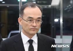 """문무일 총장, '자살 <!HS>검사<!HE>' 납골당 추모…""""인간적 도의"""""""