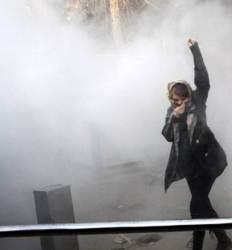 석유 깔고 앉고도  국민 가난한 나라 이란 청년들은  거리로 나섰다